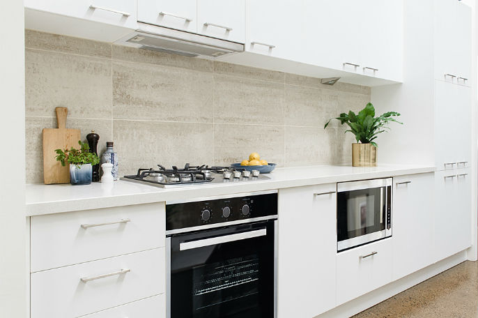 white neutral kitchen