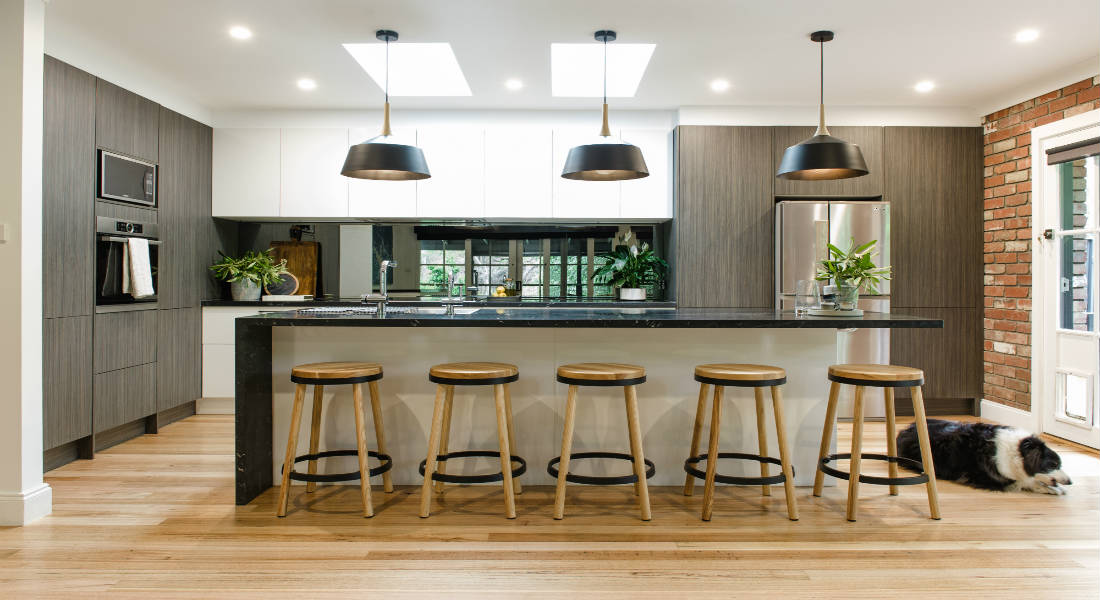 Benchtop And Splashback Ideas For Dark Kitchens Kitchen Shack